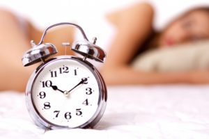 clinique-sommeil-grand-montreal-insomnie-femme-horloge(4)